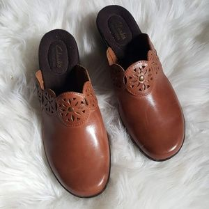 caad777aaf5 Clarks bendables brown clogs size 7